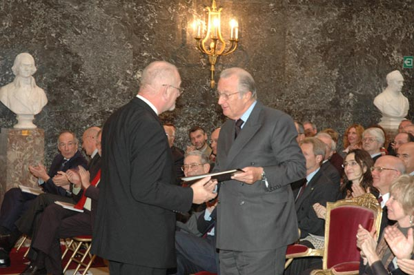 Lesthaeghe receiving the prize from HRM King Albert II